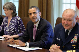 US President Barack Obama (C) talks to the media between retired Coast Guard Admiral Thad Allen (R), National Incident Commander, and White House energy adviser Carol Browner during his meeting with Cabinet members to discuss the administration's response to the BP Deepwater Horizon oil spill at the White House in Washington on June 7, 2010.