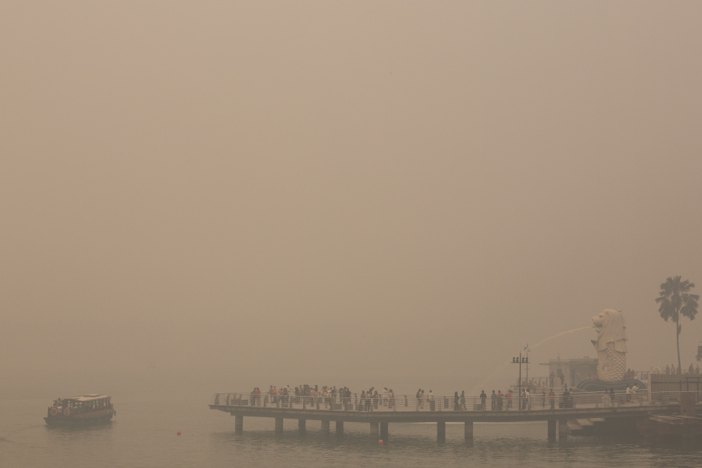 The president of Indonesia Monday apologized to nearby countries for the record-setting air pollution caused by wildfires in his country. (Photo: The Merlion is the only visible landmark on the bay as the Singapore skyline is completely covered in smoke haze on June 21, 2013).