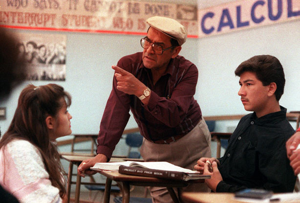 "Jaime Escalante is seen here teaching math at Garfield High School, in California, March 16, 1988. Escalante is the teacher on which the character in the movie ""Stand and Deliver"" is based. (AP Photo)"