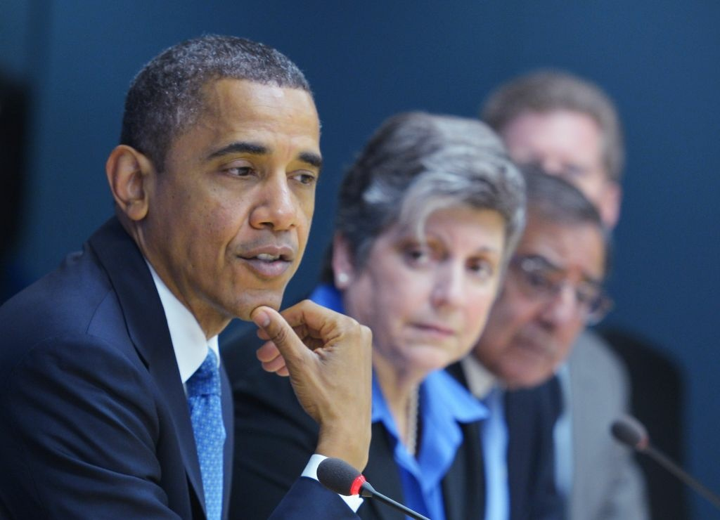US President Barack Obama(L) takes part in a meeting at FEMA headquarters (the Federal Emergency Management Agency) on October 31, 2012 in Washington, DC. Obama will be visiting New Jersey to visit areas hit hard by Hurricane Sandy. (shown L-R): Homeland Security Secretary Janet Napolitano, Defense Secretary Leon Panetta and Housing Secretary Shaun Donovan.