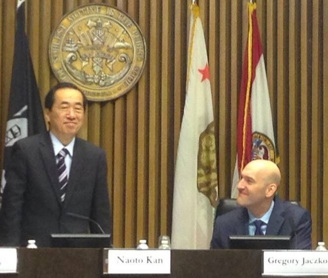Japan's former Prime Minster Naoto Kan (left) and Gregory Jaczko, the ex-chair of the Nuclear Regulatory Commission (NRC), at a meeting in San Diego on June 4, 2012 about the future of nuclear energy.