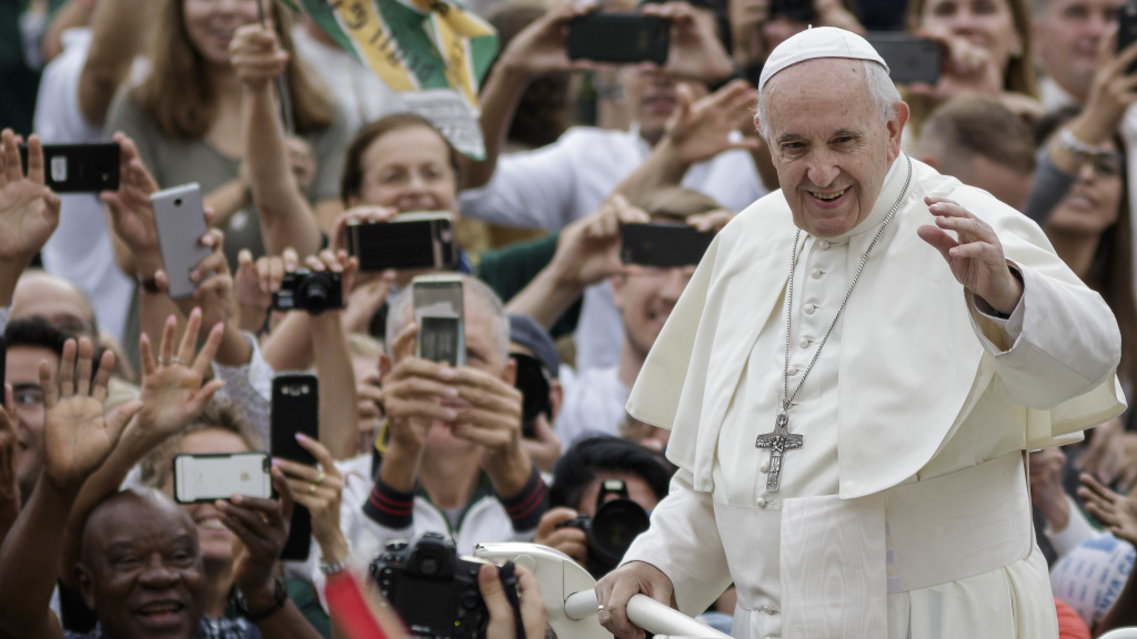 Pope Francis released a letter on Wednesday urging Catholics to trust his decision to form an agreement with the Chinese government on the appointment of bishops in China.