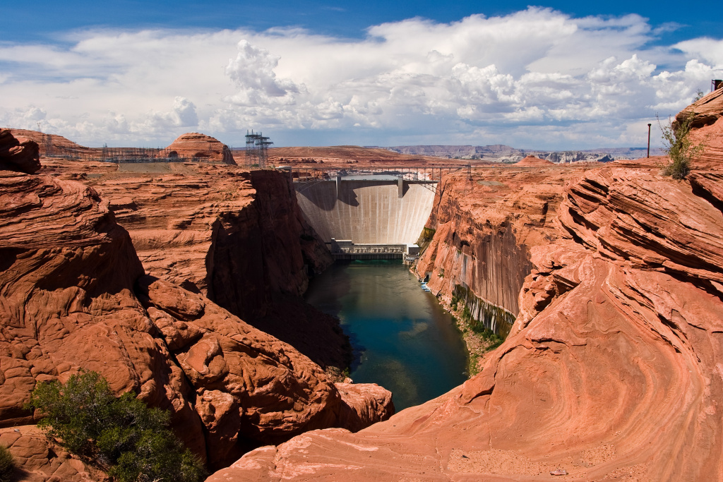 Glen Canyon Dam at the Colorado River in Page, Arizona.