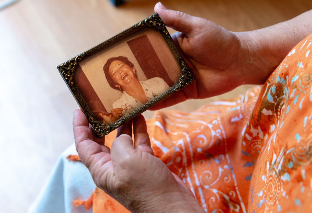 Deborah Ann Favorite holds a photograph of her mother, Elaine Essa. A nursing home and Essa's primary care practice paid to settle a lawsuit brought by the family.