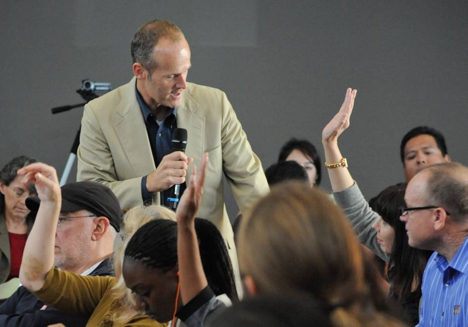 Frank Stoltze takes audience questions during