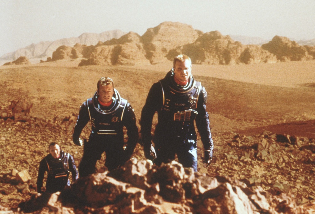 From l-r: Tom Sizemore (as Dr. Quinn Burchenal), Simon Baker (as Chip Pettengill) and Val Kilmer (as Robby Gallagher) travel to Mars to investigate human living conditions on that planet in Warner Bros. Pictures'' and Village Roadshow Pictures'' epic romantic adventure, 'Red Planet.'