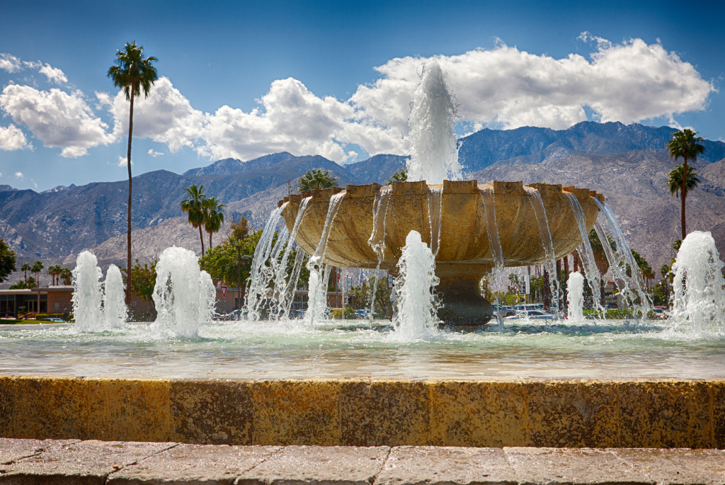 File: Palm Springs airport fountain