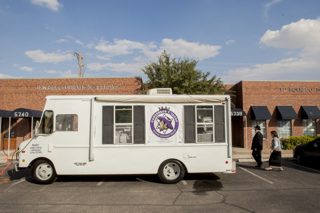 Conversos y Tacos is a gourmet kosher taco truck touring the streets of El Paso this summer.