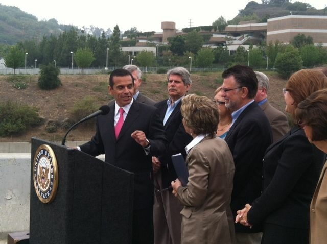Mayor Antonio Villaraigosa joined Sen. Barbara Boxer on top of the San Diego (405) Freeway to celebrate the passage of a federal bill that will finance public transit projects in Los Angeles County.
