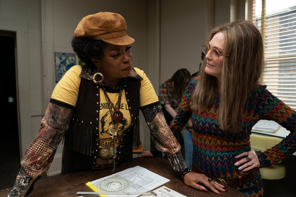 Lorraine Toussaint and Julianne Moore in