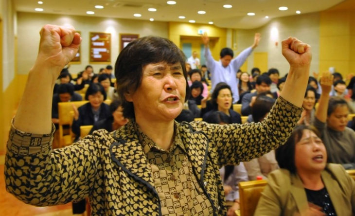 South Korean Christians pray against Lad