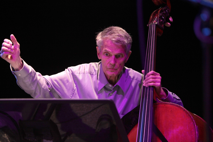 Jazz great Charlie Haden led an ensemble of CalArts students in a concert at Disney Hall's Redcat theater.