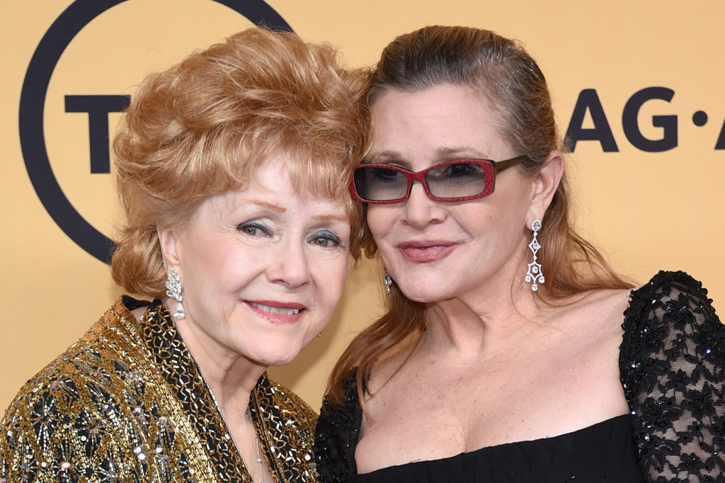 Actresses Debbie Reynolds (L), recipient of the Screen Actors Guild Life Achievement Award, and Carrie Fisher in 2015.