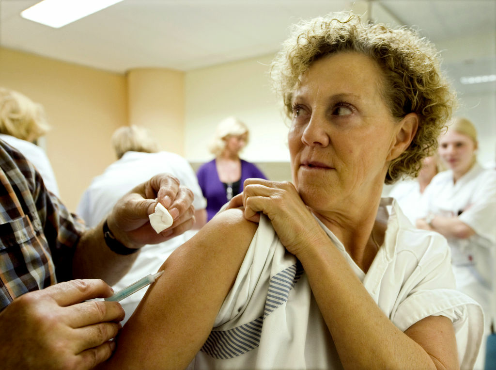 Medical staff of the Saint Franciscus hospital receives a flu and H1N1 shot in Rotterdam on November 12, 2009. Around 180.000 workers of the 98 Dutch hospitals will be offered swine flu vaccinations. More than 5,700 people have died worldwide since the virus was first discovered in April, most of them in the Americas region, according to the World Health Organisation.