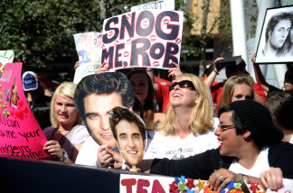 Twilight fans or Twihards as they have become know, wait in line at the Los Angeles premier of Twilight: Eclipse