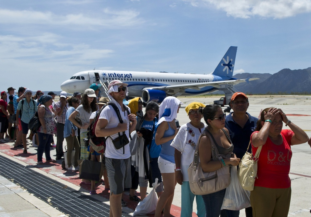 Slideshow mexico airlifts tourists after hurricane odile 89 3 kpcc - Aeropuerto de los cabos mexico ...