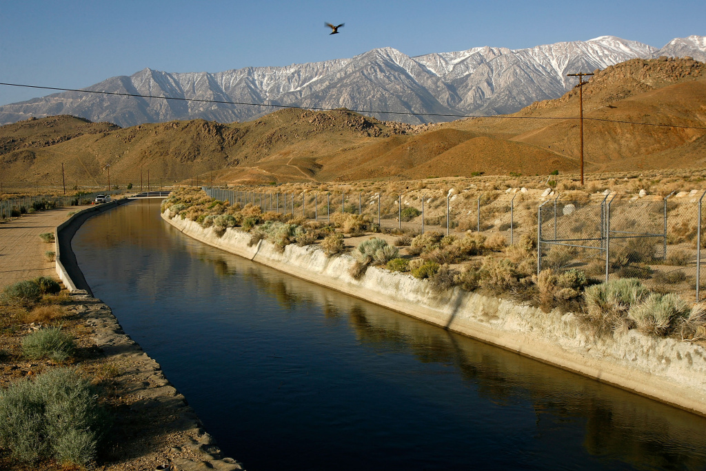The Los Angeles Aqueduct carries water from the snowcapped Sierra Nevada Mountains, which carry less snow than normal, to major urban areas of southern California on May 9, 2008 near Lone Pine, California.