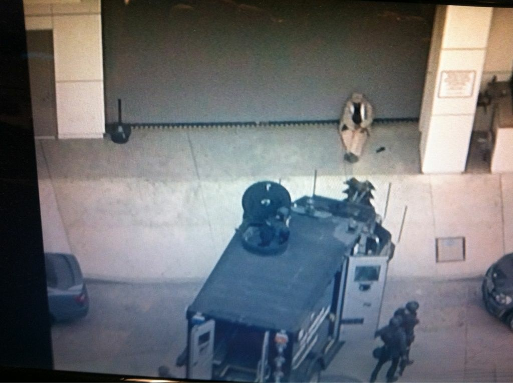 Sky 5 photo of LAPD and shooting suspect at Mansfield and Wilshire near Miracle Mile.