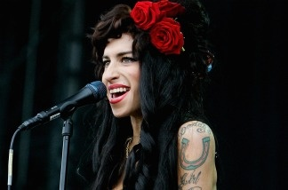 CHELMSFORD, UNITED KINGDOM - AUGUST 17: Amy Winehouse performs live on the V stage during Day Two of V Festival 2008 at Hylands Park on August 17, 2008 in Chelmsford, England.