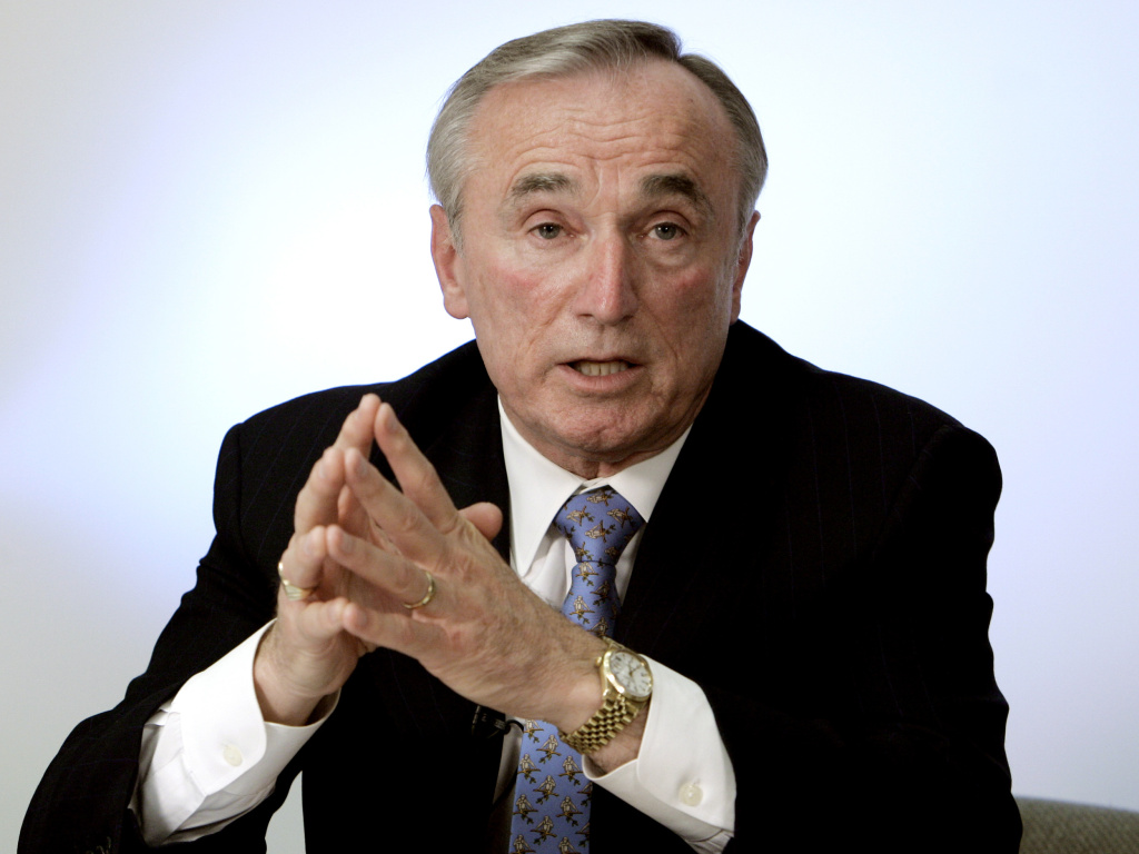 Former Los Angeles Police Chief William Bratton has been picked to head the New York Police Department as commissioner, a role he held once before from 1994 to 1996.