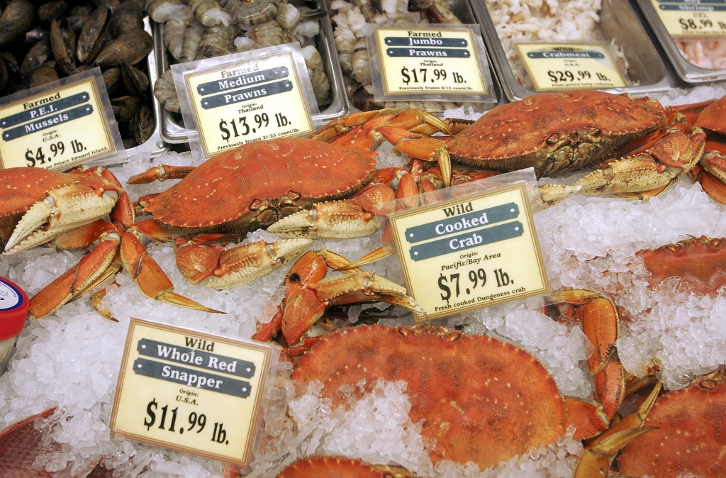 Fresh crabs sit on display at the San Francisco Fish Company October 17, 2006 in San Francisco, California.