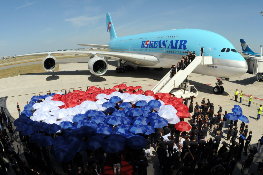 Airbus employees gather to form the logo of the Korean Air company with umbrellas on May 24, 2011 at Airbus company in Blagnac, southwestern France.