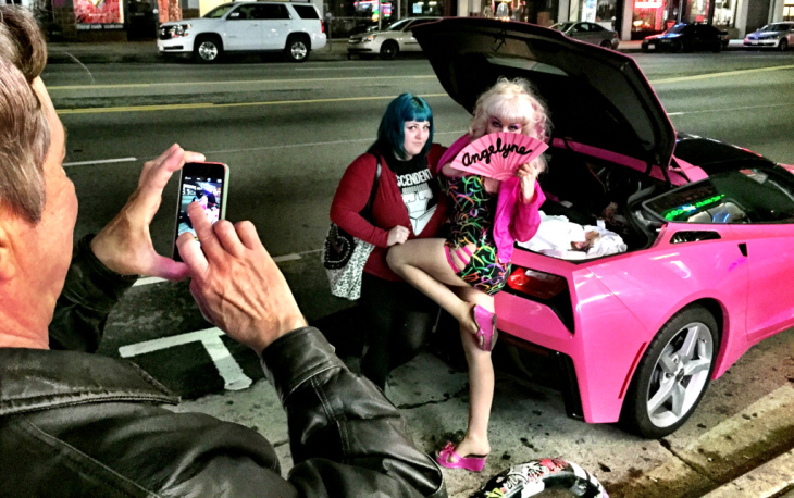 Angelyne and her pink Corvette.