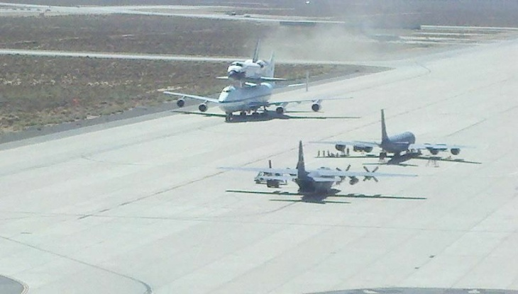 Endeavour landing at Edwards A.F.B