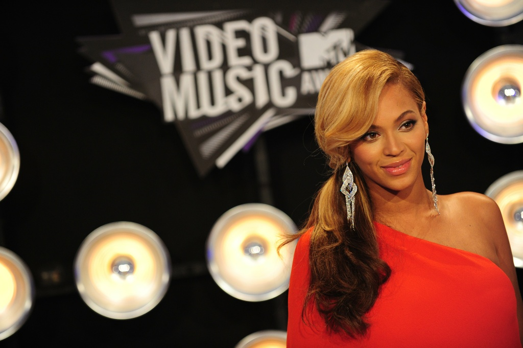 Beyonce arrives at the 2011 MTV Video Music Awards (VMAs) August 28, 2011 at the Noika Theatre in downtown Los Angeles, California.
