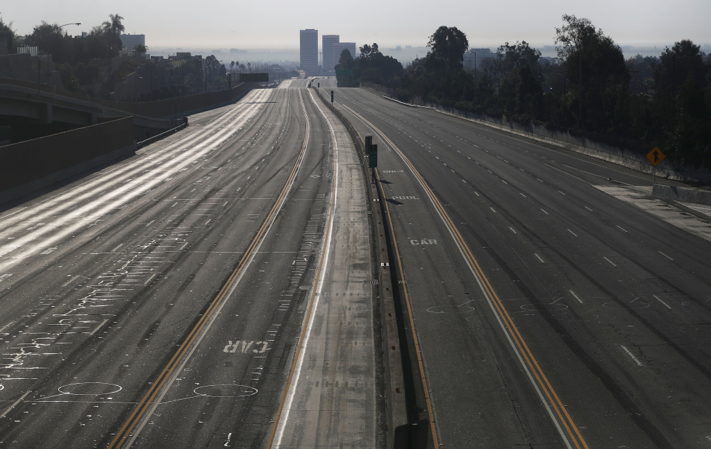 LOS ANGELES, CA - DECEMBER 06: Interstate 405 is deserted after being closed during rush hour in an area near the Skirball Fire on December 6, 2017 in Los Angeles, California. Strong Santa Ana winds are rapidly pushing multiple wildfires across the region, expanding across tens of thousands of acres and destroying hundreds of homes and structures.  (Photo by Mario Tama/Getty Images)