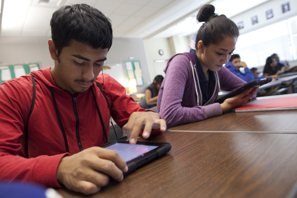 FILE: Los Angeles Unified is nearing a settlement with Apple Inc. over faulty Pearson software installed on its iPads.