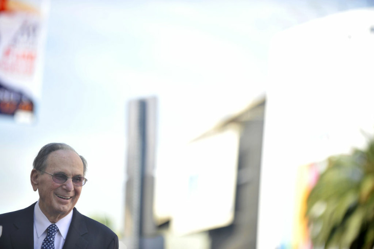 Hal David speaking at downtown Los Angeles's Grand Performances.