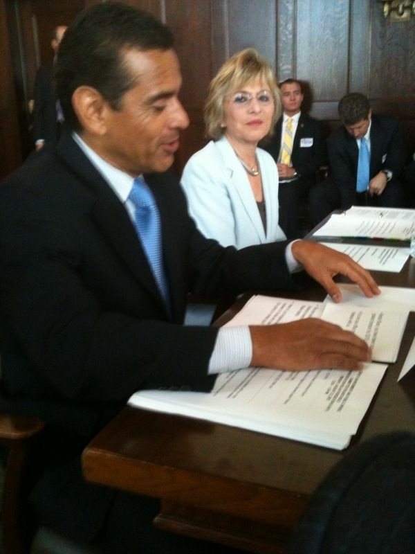 U.S. Senator Barbara Boxer and Los Angeles Mayor Antonio Villaraigosa lead a roundtable discussion at L.A. City Hall August 23, 2010 about getting more federal help with local transportation projects.