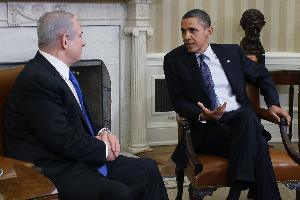 U.S. President Barack Obama (R) meets with Prime Minister Benjamin Netanyahu in the Oval Office at the White House on March 5, 2012 in Washington, DC.
