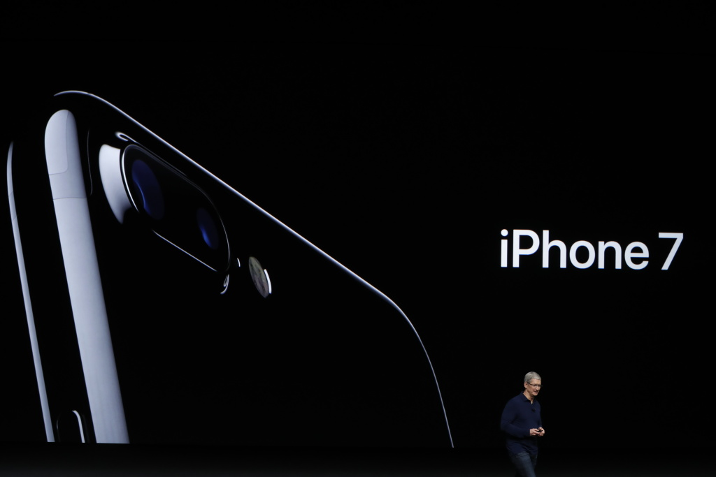 Apple CEO Tim Cook announces the new Apple iPhone 7 during a launch event on September 7, 2016 in San Francisco, California.