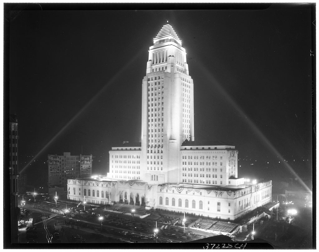 Photograph of an exterior view of Los Angeles City Hall illuminated at night, [s.d.].