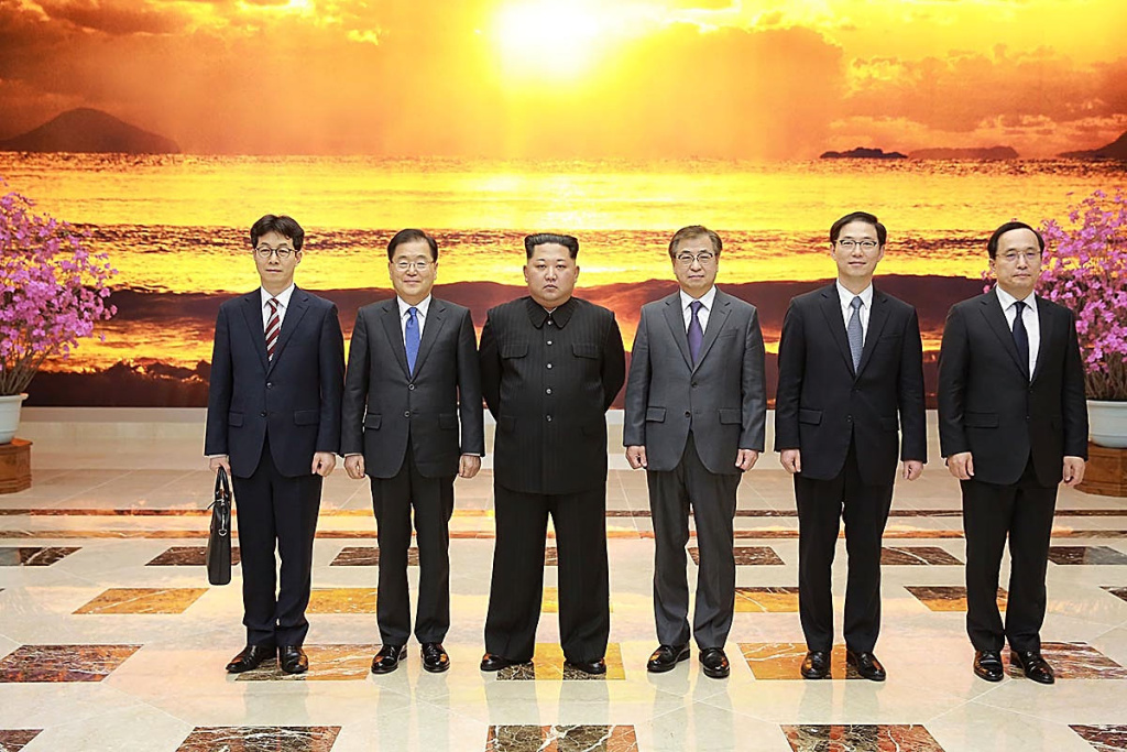 In this handout image provided by the South Korean Presidential Blue House, Chung Eui-Yong (2nd L), head of the presidential National Security Office pose with North Korean leader Kim Jong-Un (3rd L) on March 5, 2018 in Pyongyang, North Korea.