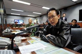 South Korean President Lee Myung-bak receives a briefing at the control center of the South Korean Joint Chiefs of Staff at the Defence Ministry on Nov. 23, 2010 in Seoul, South Korea.