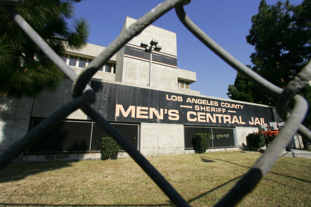 Los Angeles, UNITED STATES:  The Men's Central Jail in downtown Los Angeles, 10 September 2006 which has been under lockdown due to inmate rioting.  Sheriff's officials acknowledge that they have been overwhelmed by a week's worth of violence in Los Angeles County jails which has left one inmate dead at Pitchess North County Correctional Facility, and at least 28 hospitalized and nearly 90 injured at Pitchess' and other Los Angeles County jail facilities. Violence has continued at Pitchess in Castaic as well as at the Men's Central Jail in downtown Los Angeles.  AFP PHOTO / Robyn Beck  (Photo credit should read ROBYN BECK/AFP/Getty Images)