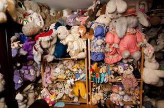 The Pasadena Bunny Museum houses the world's largest collection of bunny memorabilia.