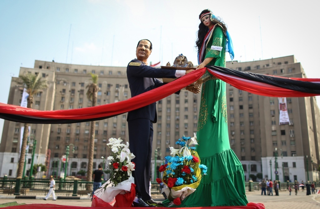 A life size figure of Egypt's new President Abdel Fattah al-Sisi faces a mannequin.
