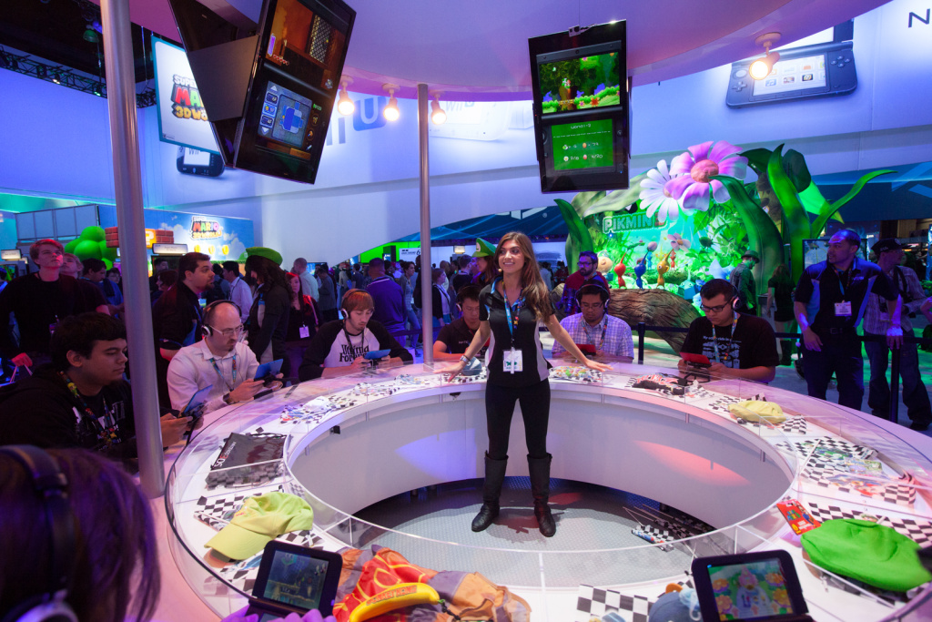 E3 attendees play Nintendo games on June 12th, 2013.