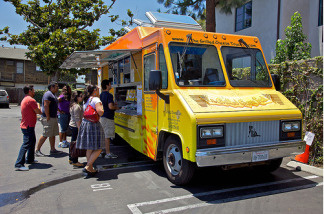 The Grilled Cheese Truck in Pasadena draws a crowd