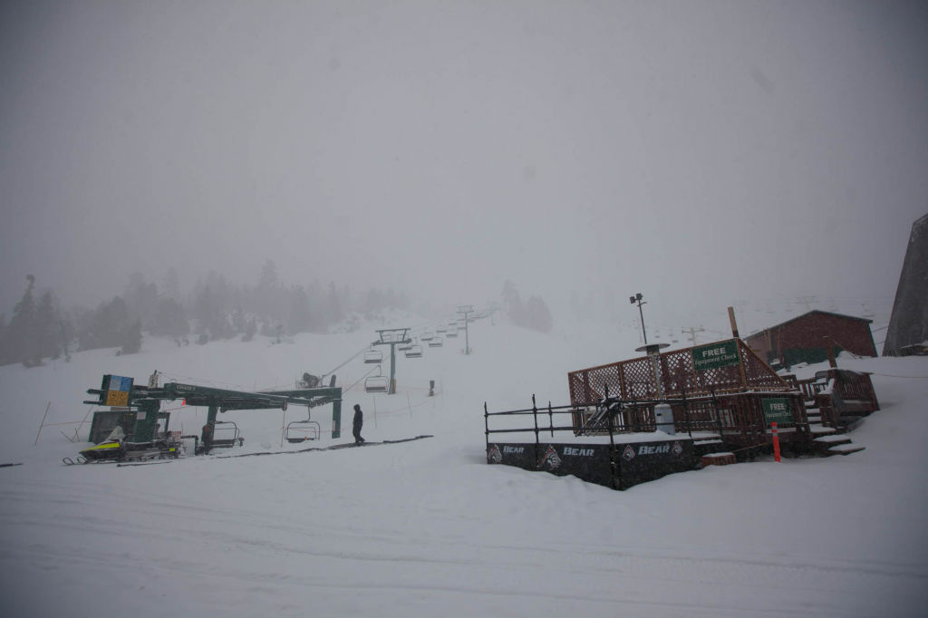 Snow falls at Bear Mountain Ski Resort where police are continuing the hunt for Christopher Dorner, suspected of killing three people in Southern California.