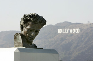 View of a statue of James Dean at the Griffith Observatory. Key scenes from the classic motion picture 'Rebel without a cause' were filmed at the Griffith Observatory in spring 1955.