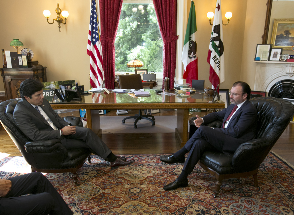California state Senate President Pro Tem Kevin de Leon, D-Los Angeles, left, meets with Mexican Foreign Relations Secretary Luis Videgaray, left, at the Capitol Monday, Sept. 11, 2017, in Sacramento, Calif. Mexico's top diplomat is making a two-day visit to California which includes a meeting with Gov. Jerry Brown before traveling to Los Angeles. (AP Photo/Rich Pedroncelli)
