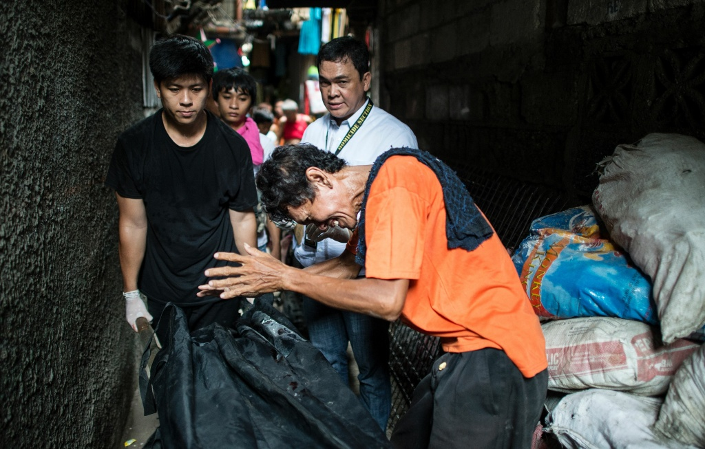 This picture taken on September 1, 2016, shows the grieving father of a suspected drug user killed by the police in Manila. Two were captured alive, one died.   Philippine President Rodrigo Duterte called US leader Barack Obama a