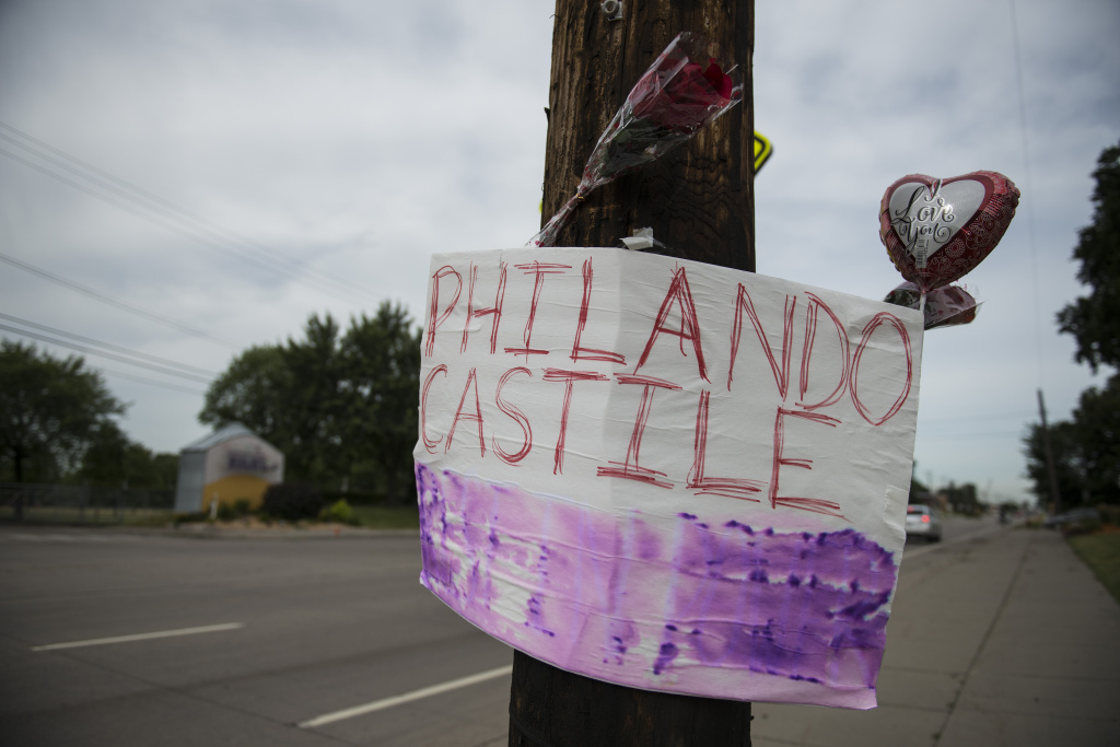 FALCON HEIGHTS, MN - JULY 07: A memorial left for Philando Castile following the police shooting death of a black man on July 7, 2016 in St. Paul, Minnesota. Philando Castile was shot and killed last night, July 6, 2016, by a police officer in Falcon Heights, MN. (Photo by Stephen Maturen/Getty Images)