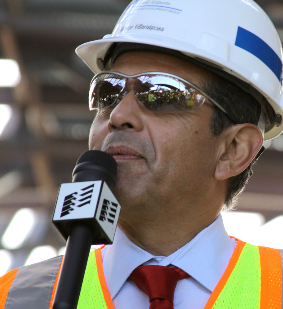 LA Mayor Antonio Villaraigosa speaks to reporters about the future of the Tom Bradley International Terminal.