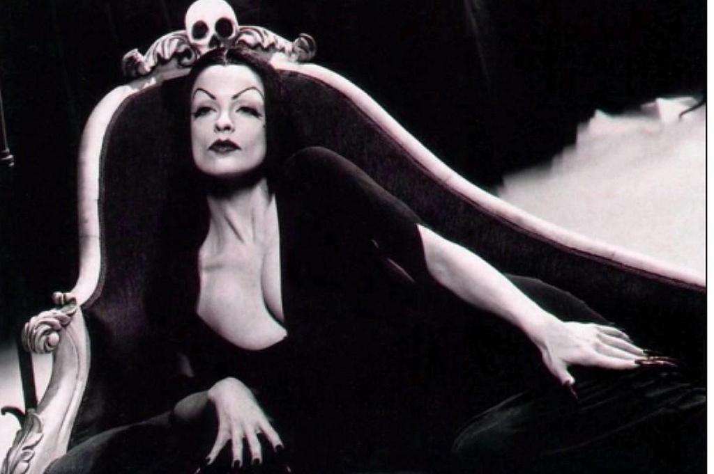 Maila Nurmi as Vampira.